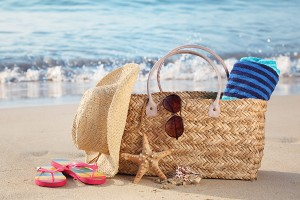 Summer-beach-bag-with-straw-ha-16566098-1